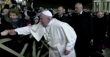 Папа Римский извинился за инцидент с паломницей в Новый год