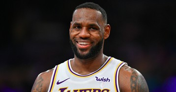 LeBron James Trolls Critics Who Said Lakers Gave Up Too Much for Anthony Davis