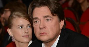 В Сети выложили фото Эрнста с молодой беременной женой и маленькими детьми