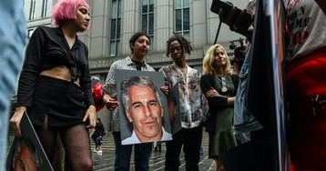 Forensic Pathologist Points to Evidence That Suggests Jeffrey Epstein Was Murdered
