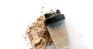 Спортивный протеин —гид новичка. Как принимать? Польза и вред, противопоказания
