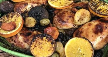 Куриные грудки, запеченные с сухофруктами и оливками