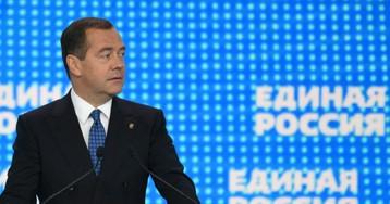 Источники: «Единая Россия» сменит название и откажется от Медведева