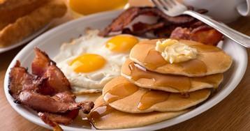 Врач-диетолог рассказал о пользе плотного завтрака