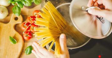 Как и сколько варить спагетти, чтобы они не слиплись