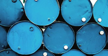 Нефть дорожает на 4-5% на решении ОПЕК+ о сокращении добычи