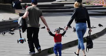 Госуслуги: как получить выплаты в 5 и 10 тысяч семьям с детьми. Инструкция