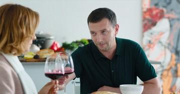 Алексей Агранович приготовил ужин для Елены Подкаминской