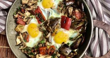 Чисто испанский завтрак: писто с яйцом
