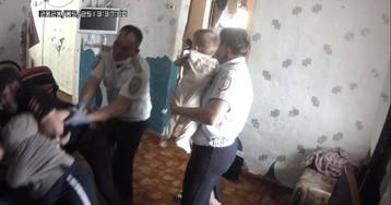 Власти Оренбуржья оправдались за изъятие детей у семьи из аварийного дома