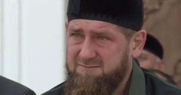 Кадыров появился на людях и заплакал в мечети