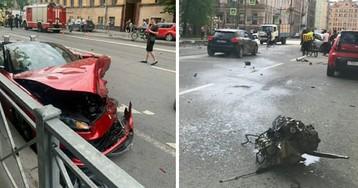 Элитная авария. В Петербурге спорткар «феррари» стал грудой металла
