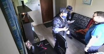 Росгвардейцы пришли домой к москвичу и угрожали «подкинуть наркоту»