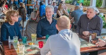 Мэр во время чумы. Чем удивил визит Собянина в кафе