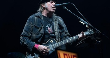 """Neil Young """"NOT OK"""" with Trump using songs at Mount Rushmore"""