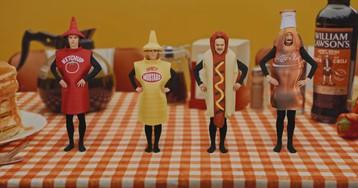 Little Big выпустили новый клип о еде с толстяком-танцором