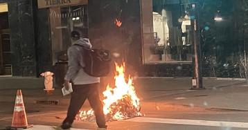 Протестующие в Калифорнии подожгли здание Верховного суда округа