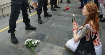 Тысячи белорусок вышли на марш солидарности в Минске
