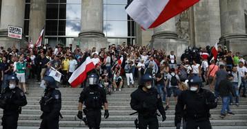 В ходе протестов против карантина в Берлине задержали 300 человек