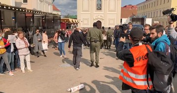 """Журналистов """"Белсат"""" задержали вместе с участниками """"женского марша"""" в Минске"""