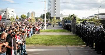 Протестующие начали сооружать баррикады в Минске