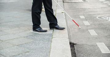 Слепой на оба глаза мужчина получил права в Оренбургской области