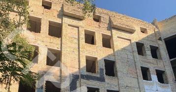 В Киеве на недострое около Бабьего Яра нарисовали свастику в три этажа