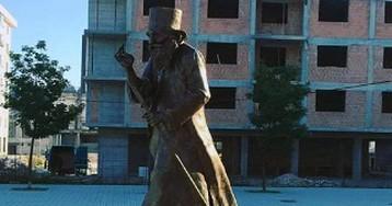 В Сербии установили памятник «живому святому»