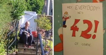 Сын поздравил отца язвительной открыткой - кто же знал, что подарок вернется к нему через 28 лет/Круто, когда у папы отменное чуство юмора