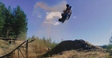 """Каскадер взлетел на """"Запорожце"""" в воздух - видео невероятного трюка поразило сеть"""