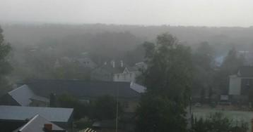 На Киев надвигается буря: фото и видео стихии