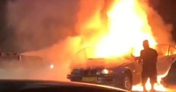В Запорожье на Набережной автомобиль влетел в рекламный щит и загорелся, есть погибшие