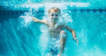 Восемь детей отравились парами хлора в бассейне в Петербурге