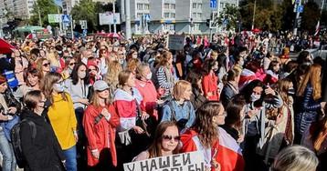 """В Минске женщины вышли на """"блестящий марш"""" против Лукашенко (видео)"""