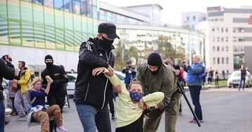 """Число задержанных на """"Блестящем марше"""" в Минске превысило 300"""