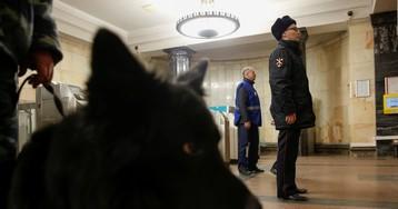Москвича ежедневно задерживают в метро из-за ошибки нейросети