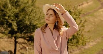 Для осени-2020 подойдут элегантные женские костюмы: названы новые модные тренды