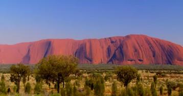 Австралия попросила удалить фото священной горы из-за виртуальных экскурсий