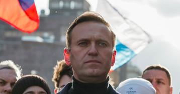 Навальный подает в суд на Пескова за слова о ЦРУ