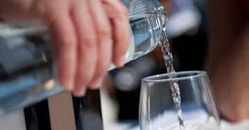 Миф о правах потребителей: в заведениях общепита вам обязаны бесплатно подать стакан воды