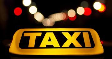 Пересел на заднее сиденье и начал раздевать: в Киеве таксист изнасиловал клиентку
