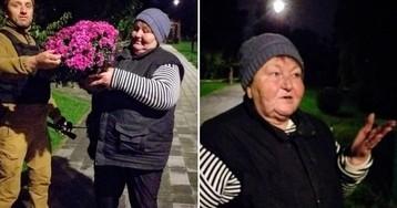 В киевском парке женщина воровала цветы для перепродажи: фото изуродованной клумбы