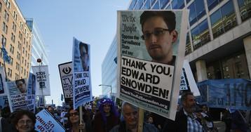 Эдвард Сноуден получил бессрочный ВНЖ в России