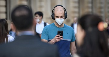 Ученый назвал срок окончания пандемии в России