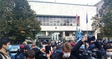 Под посольством и консульством Польши проходят митинги сторонников и противников запрета абортов