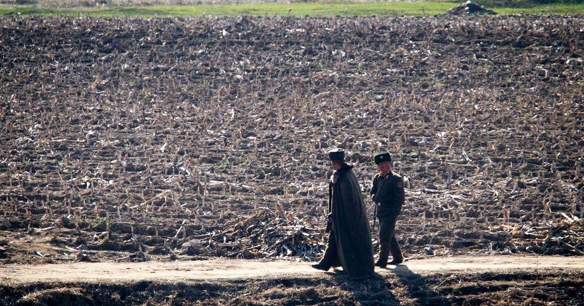 Фото Что нельзя делать на границе с КНДР
