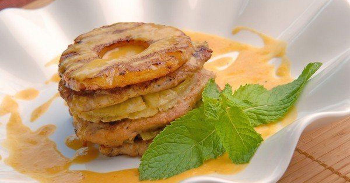 Фото Запеченное мясо с ананасами и сыром