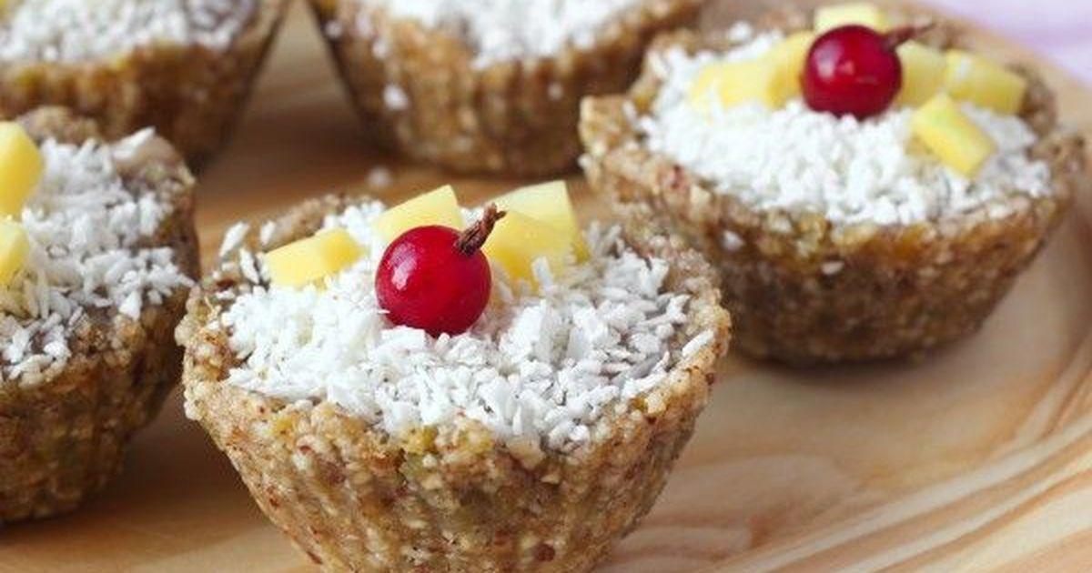 Фото Ореховые пирожные с фруктами