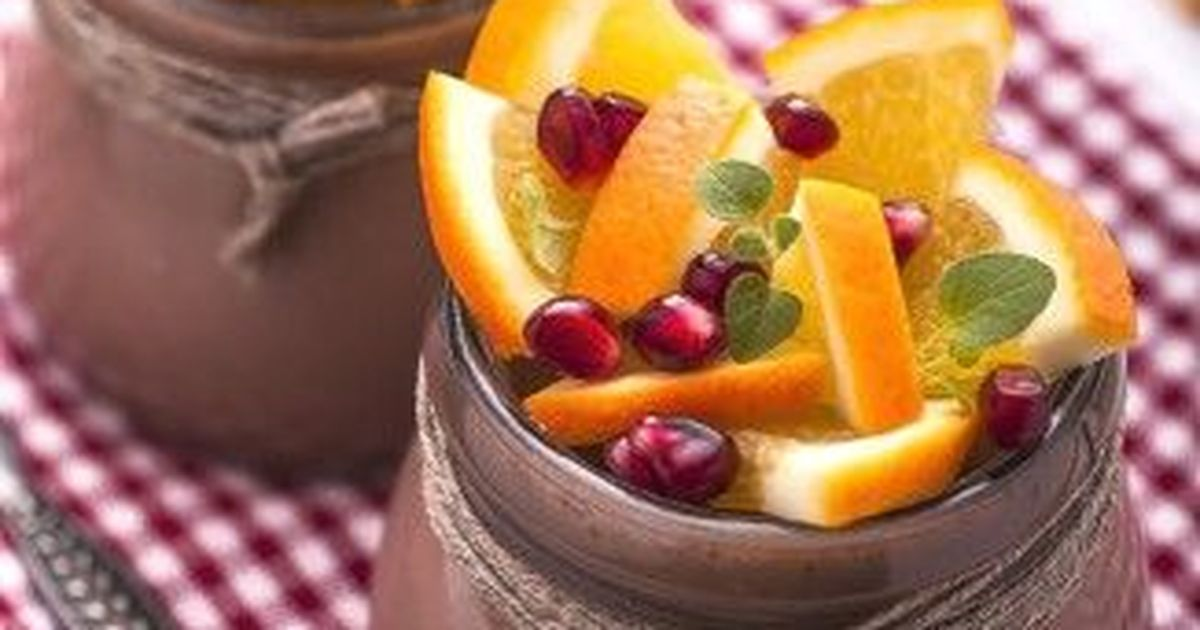 Фото Рецепт приготовления мусса из горького шоколада и апельсинов с простыми пошаговыми инструкциями.