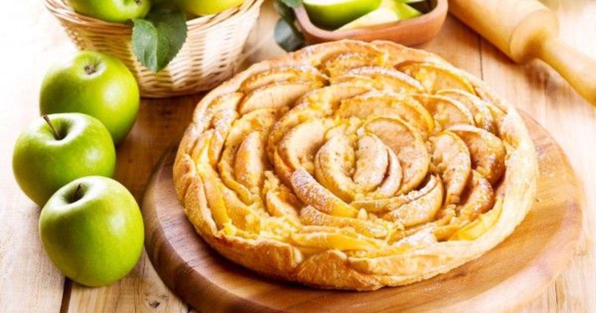 Фото Яблочный пирог из слоеного теста